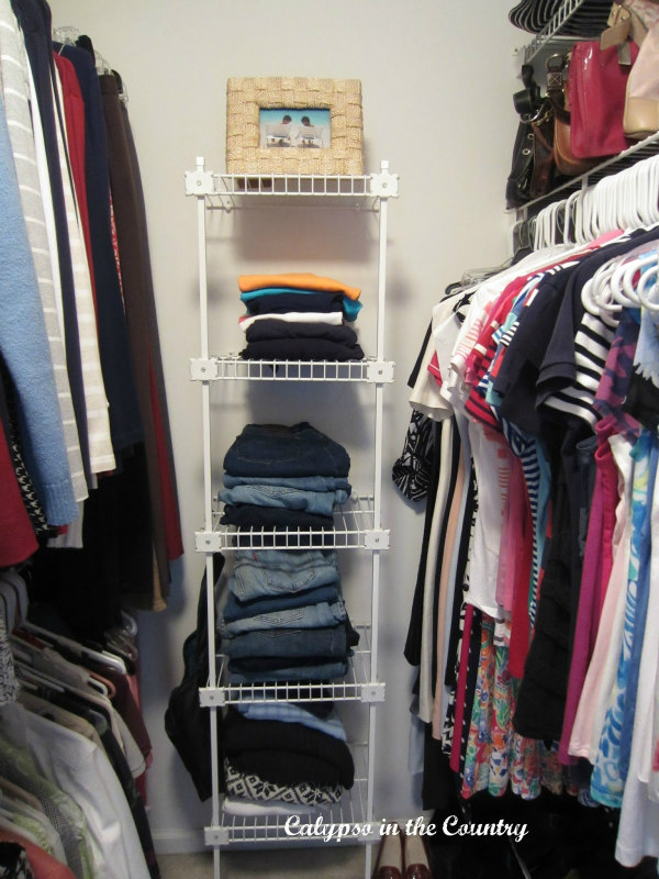 closet with wire shelves
