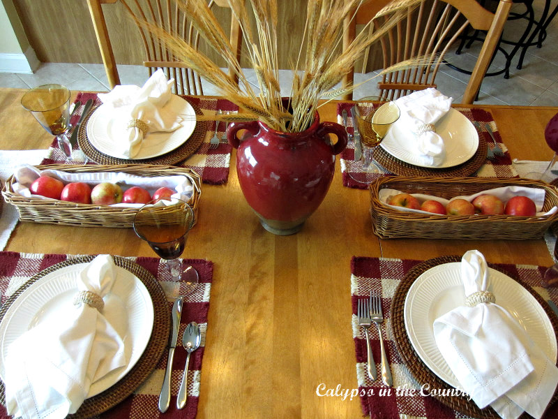 Red and white fall table