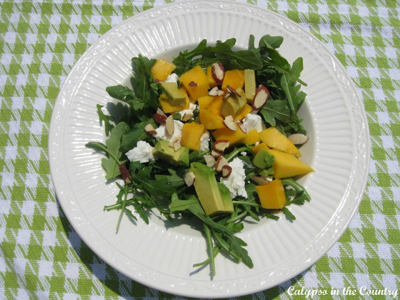 arugula salad with mango and goat cheese