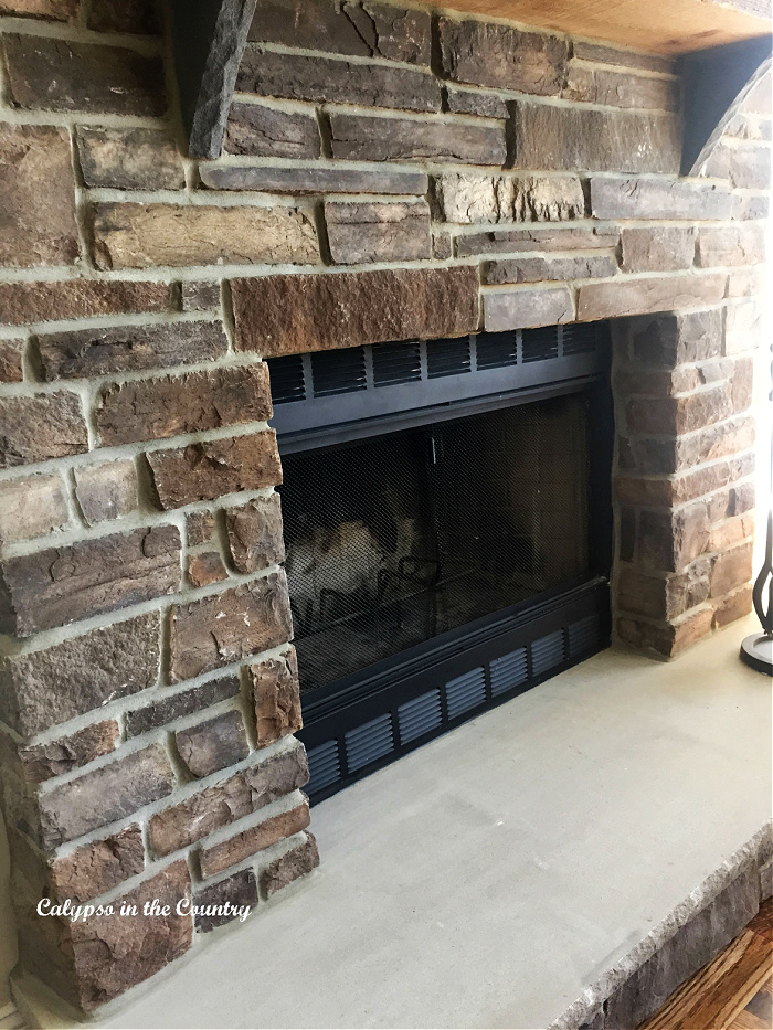 New Rustic Stone Fireplace – Pictures and Simple Decor