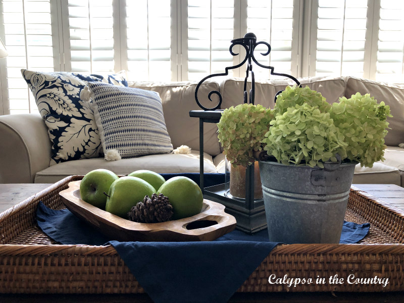 Green apples and hydrangeas on coffee table - decorating with apples