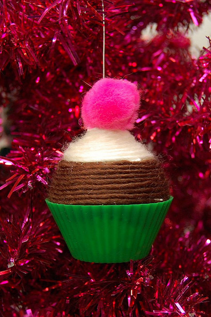Yarn wrapped Cupcake Christmas Ornament - Best of the Weekend Feature