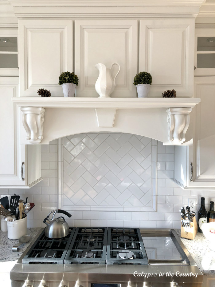 White mantel over kitchen stove