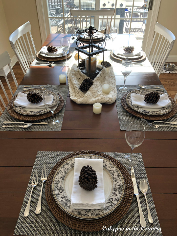 Black and white winter table