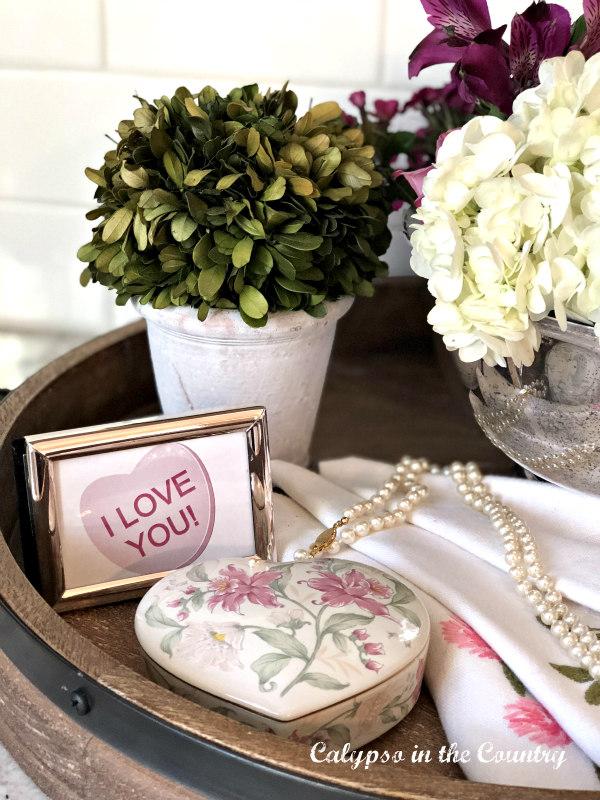 Framed I love you in Vintage Valentine Vignette