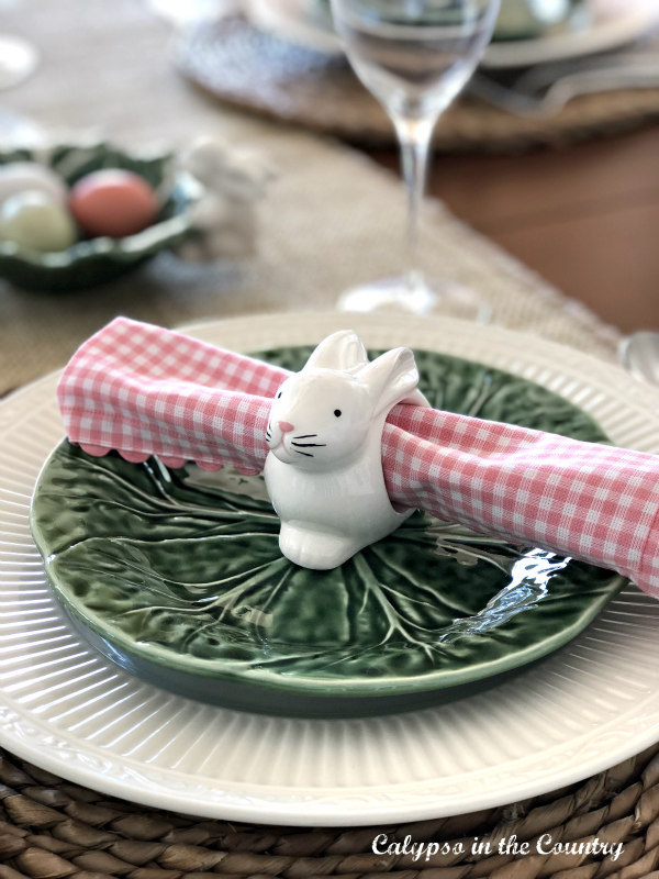 Simple and Festive Easter Table Setting with Bunnies