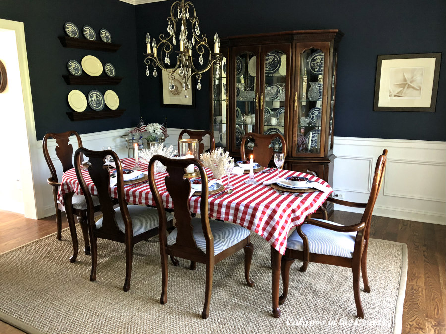 Patriotic Decor in Navy Dining Room