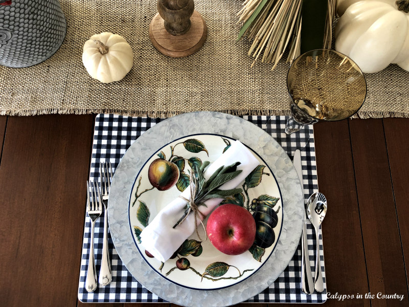 Casual thanksgiving Place Setting with Apple