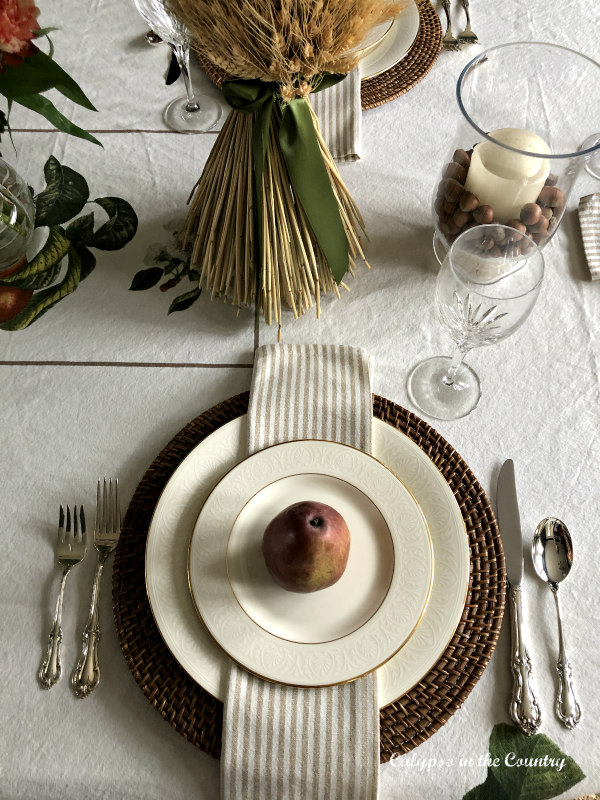 Warm and Cozy Thanksgiving Table