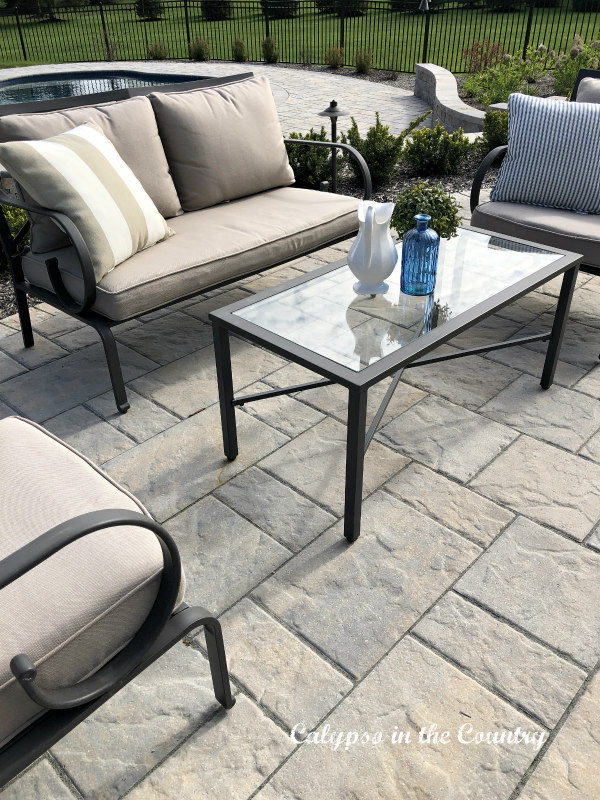 outdoor seating area on patio - ideas for outdoor spaces