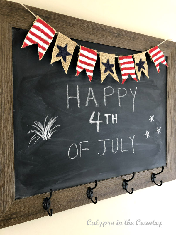 4th of July chalkboard art and diy banner - How to Decorate for the 4th of July on a Budget. #4thofjuly #4thofjulydecoratingideas #chalkboardart #diybanner