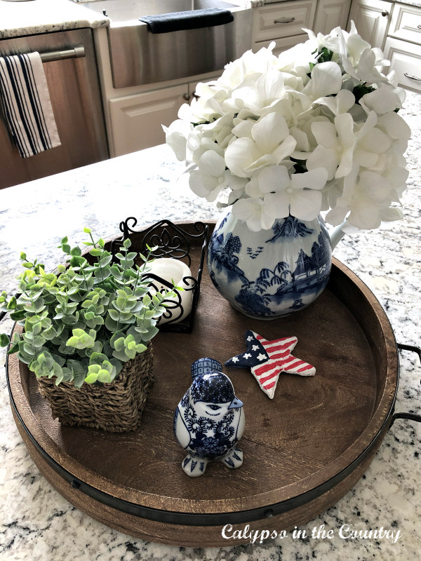 4th of July vignette on round tray