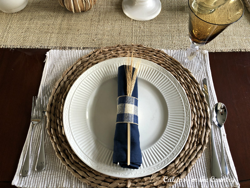 Autumn Table Setting Ideas with buffalo checks