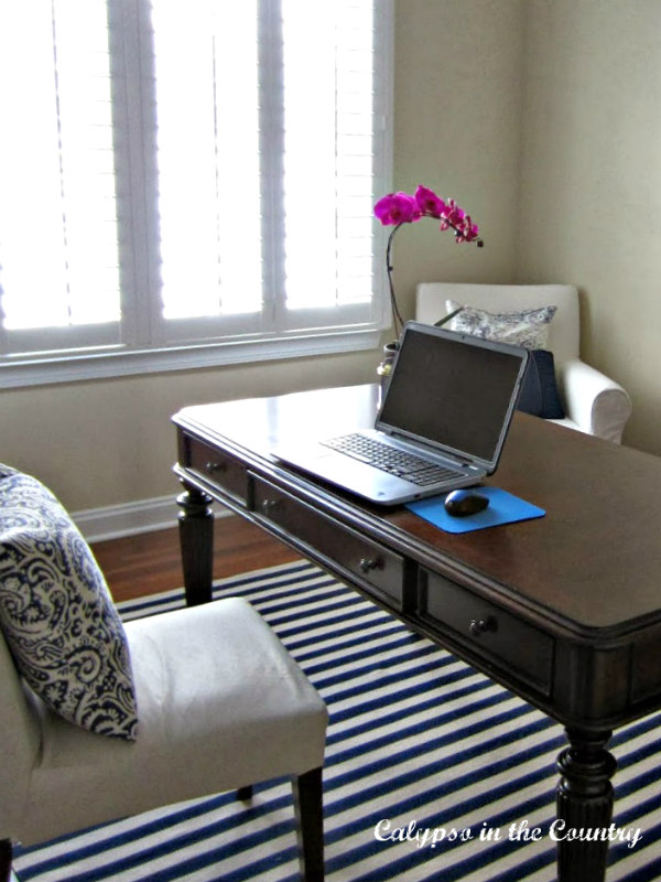 Desk and chair on blue and white striped rug - Home office