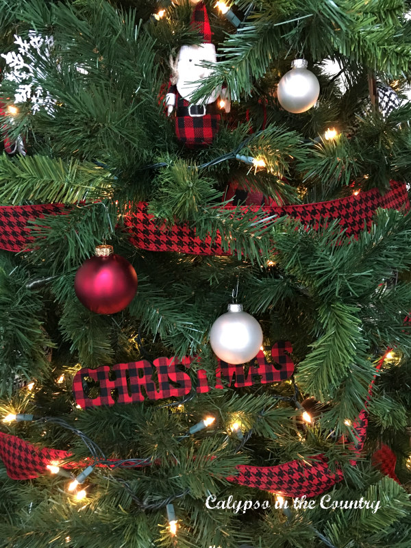 7 Simple Ways to Decorate with Christmas Ornaments