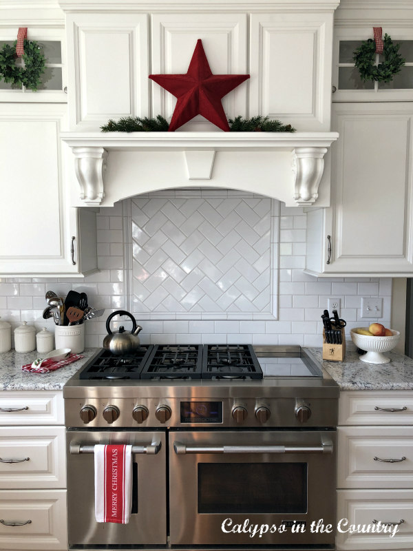 Red star over kitchen stove - Christmas Kitchen ideas