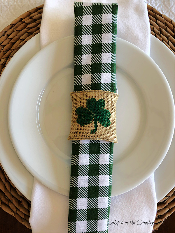 St. Patrick's Day Table Decor – Pretty and Simple