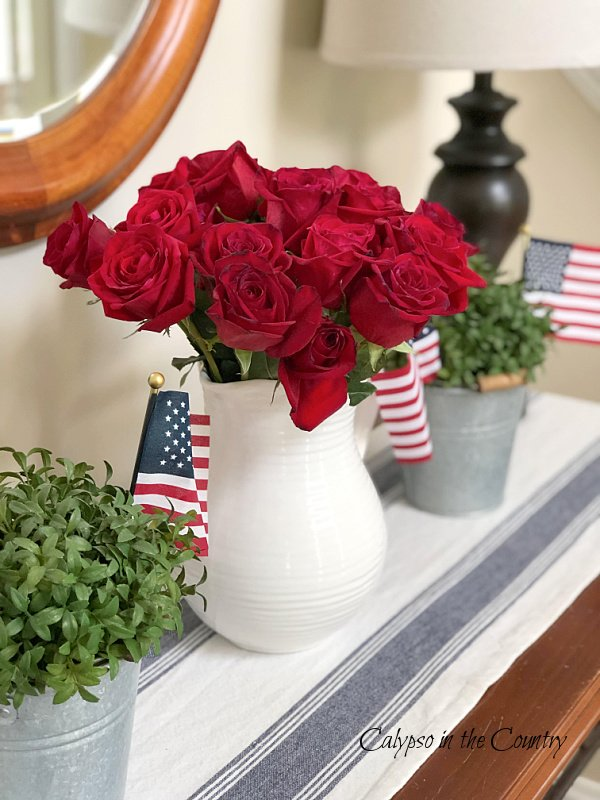 Red roses and American flags on table - patriotic home decor ideas