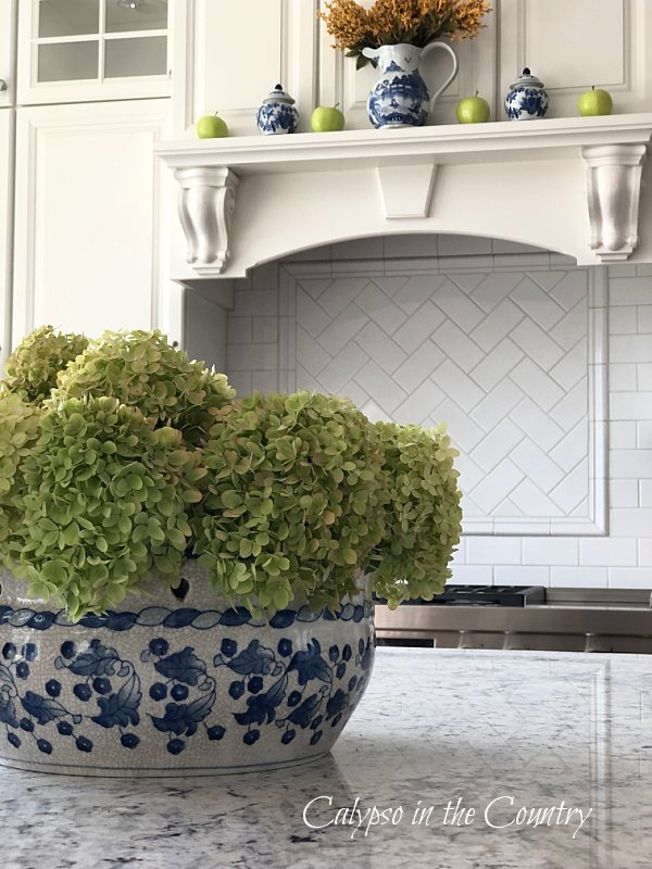 Hydrangeas with blue and white porcelain - early fall decor ideas